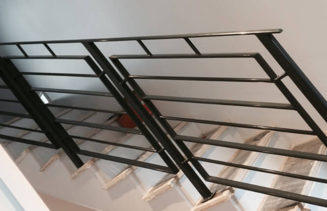 RSG4400 staircase railings during installation.