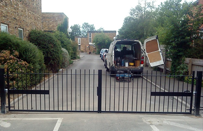 RSG3200 access gate on a private passage in Kent.