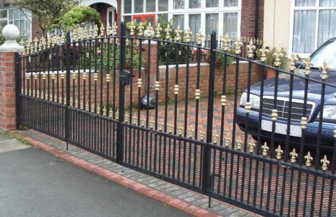 RSG3200 driveway gates on a domectic property in Morden, South West London.